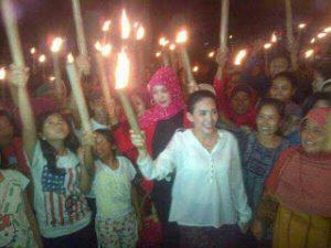 Peringati 17 Agustus, Rieke Pawai Obor Bersama Buruh dan Rakyat