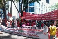 Jokowi Datang, Petani Demo