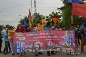 buruh dan mahasiswa aksi bareng