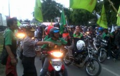 Protes UMK 2015, Ribuan Buruh Blokir Jalan di Semarang
