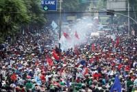 Buruh Tangerang Lumpuhkan Jalan, Pengusaha Rugi Besar