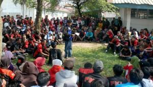 buruh karawang demo