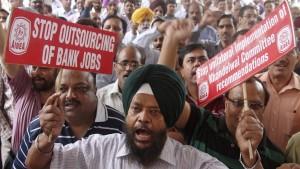 pekerja perbankan india protes