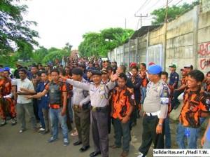 pemuda pancasila hadang aksi buruh