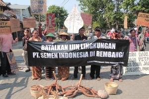 tolak semen indonesia