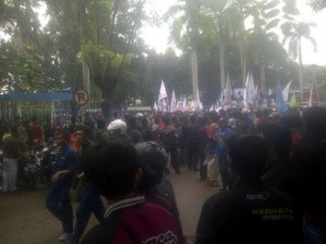 demo buruh di indofarma