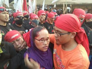buruh perempuan dipukuli preman