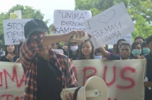 Tidak diakui sebagai program studi, mahasiswa Farmasi Universitas Negeri Manado demo rektor