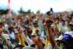 Tak Dibayar Buruh Pabrik Karung Protes