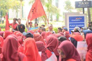 "Bank Mandiri Akui Setoran Tunai ke Rekening Buruh PT FMI ""FamilyMart"" atas Permintaan Pengusaha"