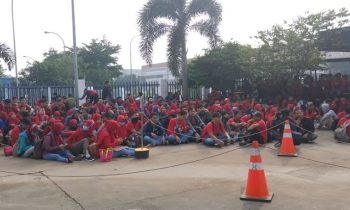 Upah Selisih Hanya Naik Lima Ribu, Buruh Es Krim AICE Mogok Kerja
